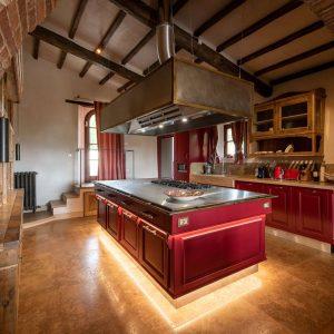 Cucina dallo stile ricercato e funzionale, realizzata con materiali di qualità