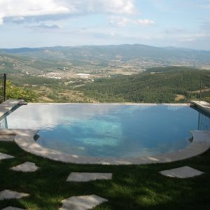 PISCINE A SFIORO IN MATERIALE NATURALE - INFINITY POOLS IN NATURAL MATERIALS - GARDEN HOUSE LAZZERINI