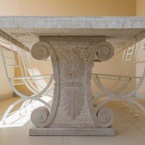 Particolare Tavolo in pietra naturale. Outdoor - Garden House Lazzerini, Made in Italy