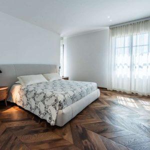 Camere su misura in legno massello dal design elegante