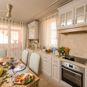 Custom kitchens in solid wood and natural materials