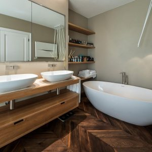 Salle de bain de style classique, matériaux naturels précieux, GH Lazzerini