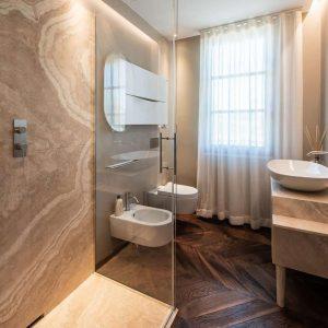 Cabine de douche, salle de bain de style classique, matériaux naturels précieux, GH Lazzerini