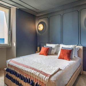 Спальни на заказ из массива дерева и натуральных материалов